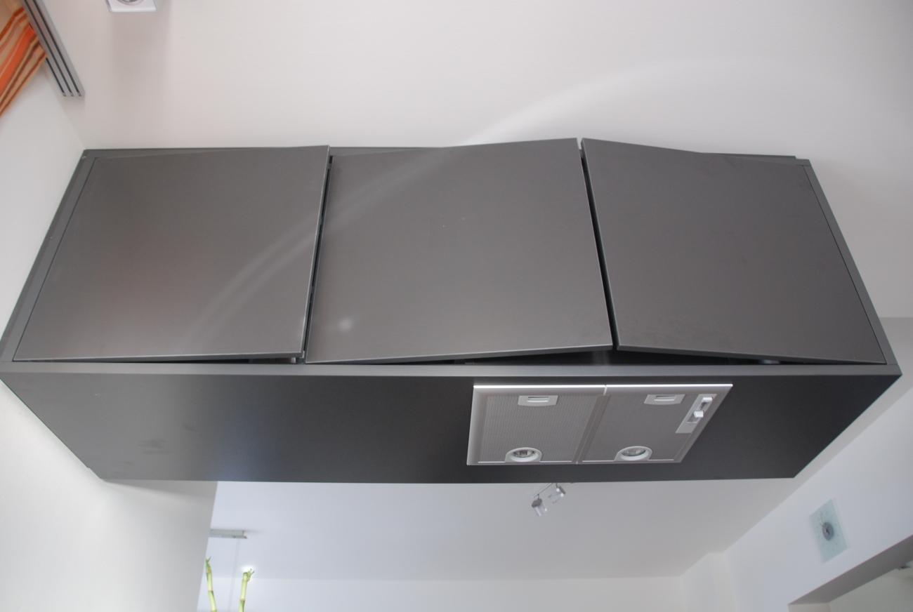 küche | hängeschrank in anthrazit mit integrierter Dunstabzugshaube ...