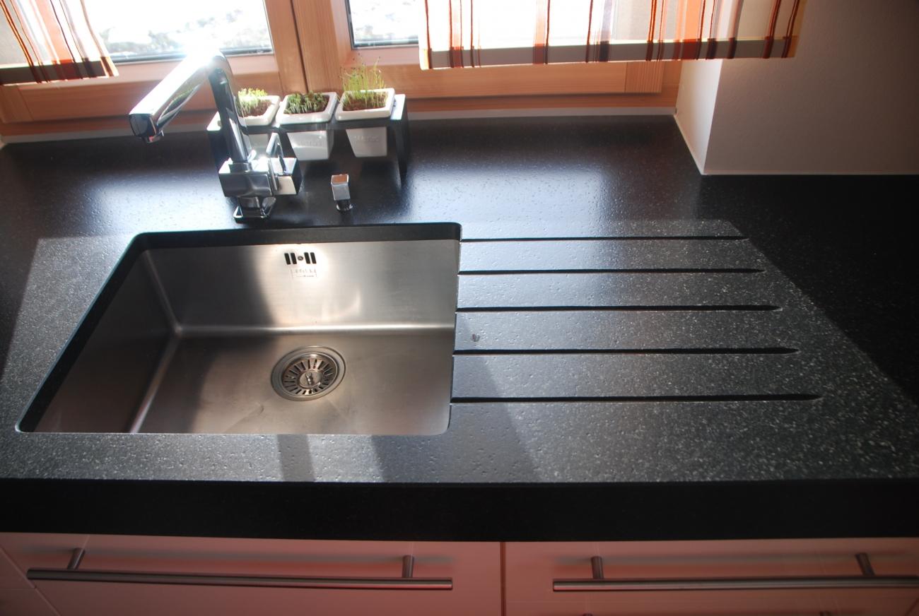 küche | mit fronten in magnolie hochglanz | Christoph Kremnitzer Möbel Montagen