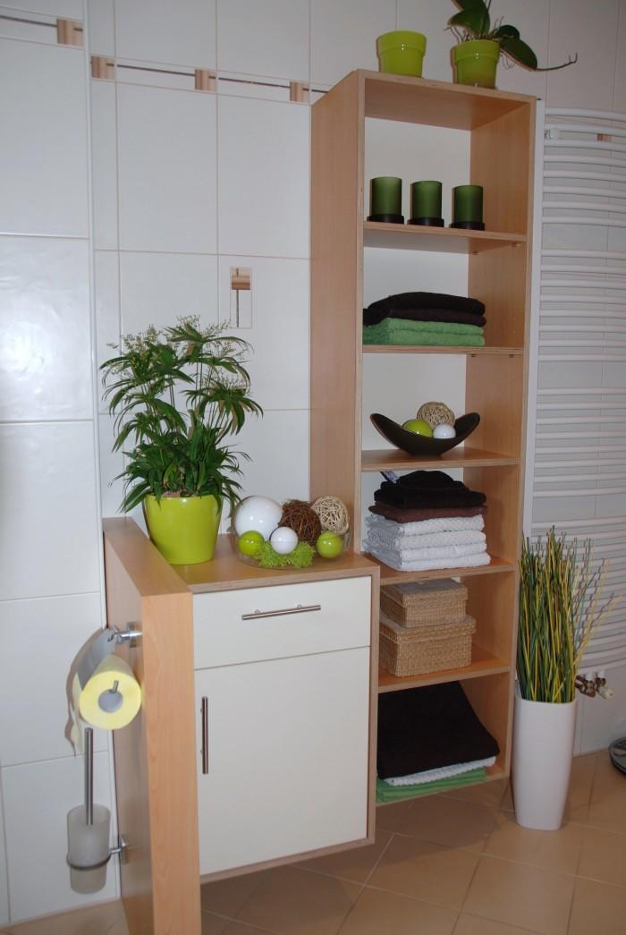badezimmer in apfel optik h ngeschrank f r badet cher christoph kremnitzer m bel montagen. Black Bedroom Furniture Sets. Home Design Ideas