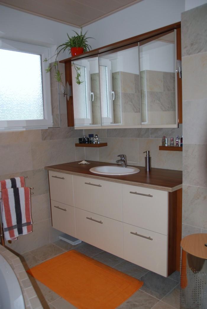 badezimmer mit eingebautem radio christoph kremnitzer m bel montagen. Black Bedroom Furniture Sets. Home Design Ideas