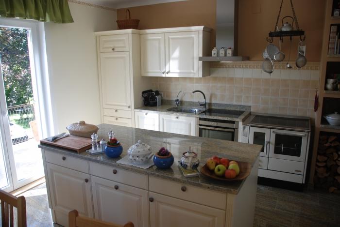 küche im landhaus-stil  die kücheninsel ist trotz 350 kg ...