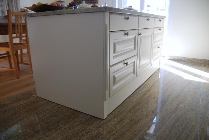 Küche Im Landhaus Stil | Die Kücheninsel Ist Trotz 350 Kg Beweglich .