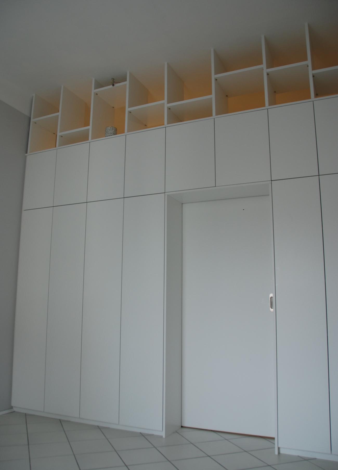 Raumteiler | mit integrierter Schiebetür | schleiflack 9016