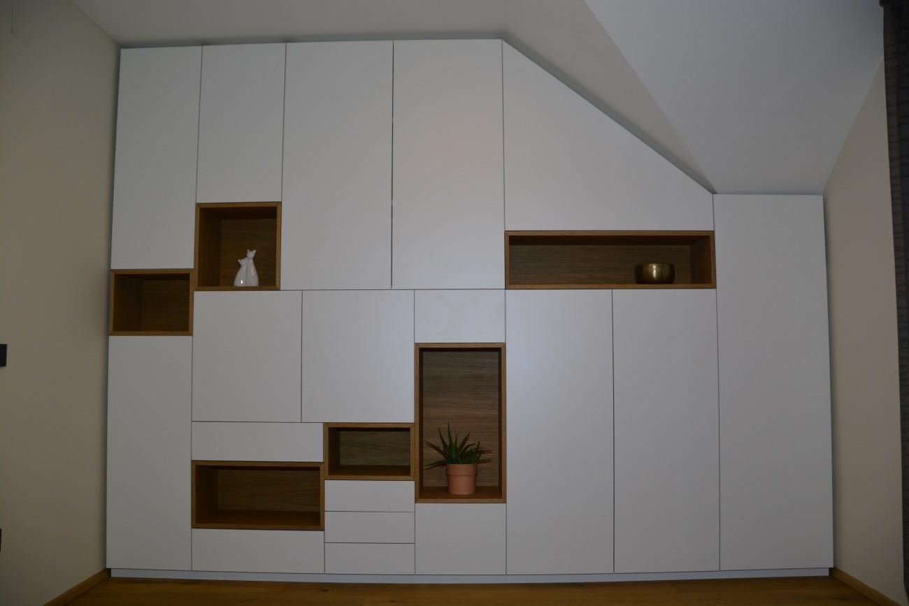 einbauschrank grifflos wei mit eiche christoph. Black Bedroom Furniture Sets. Home Design Ideas