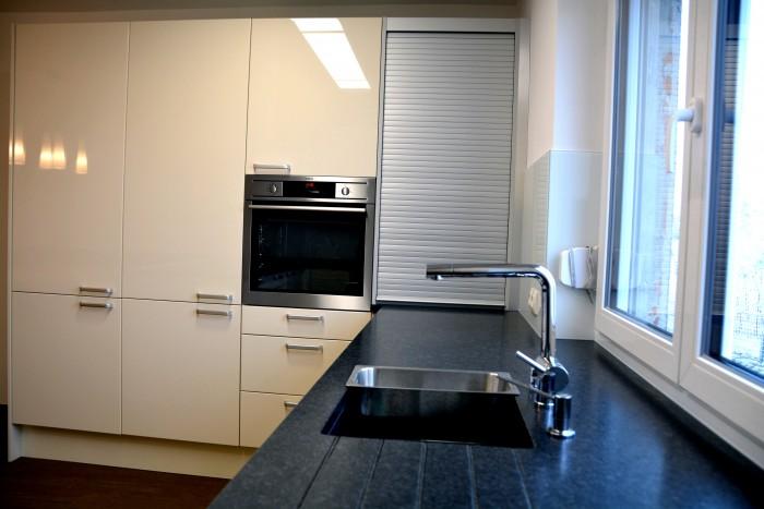 küche | stein arbeitsplatte angola black | glas nischen rw