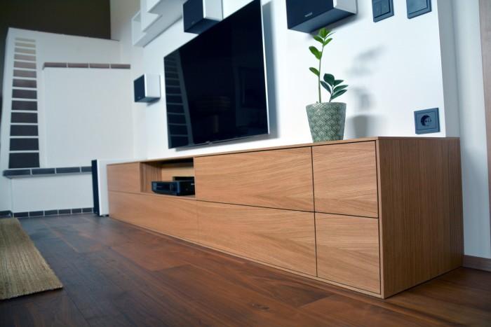 wohnzimmer   eiche, weiß 9016   integrierte dolby surround anlage   parkett nussbaum