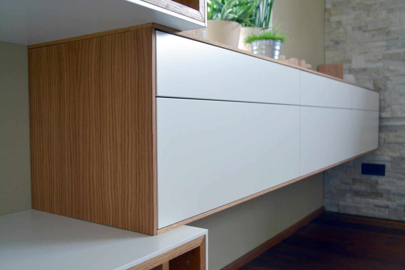 wohnzimmer | eiche, weiß 9016 | integrierte dolby surround anlage | parkett nussbaum