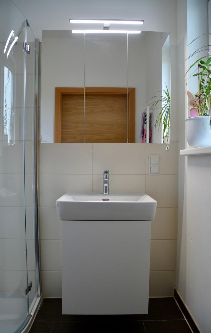 badezimmer | grifflos | massiv Innenladen | doppelseitige Spiegeltüren