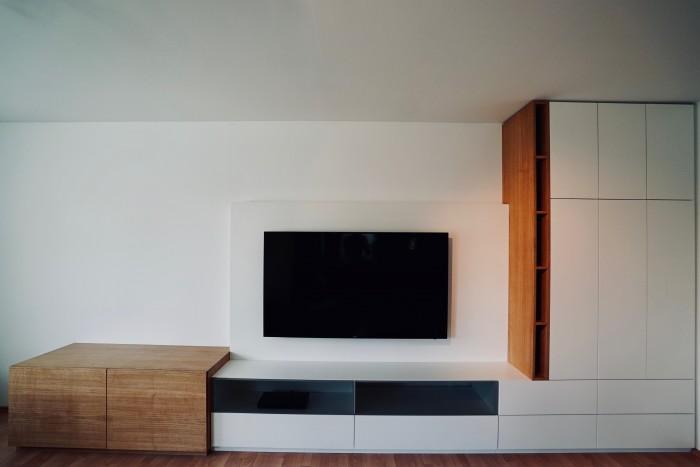 tv wand | weiß matt , eiche natur | grifflos
