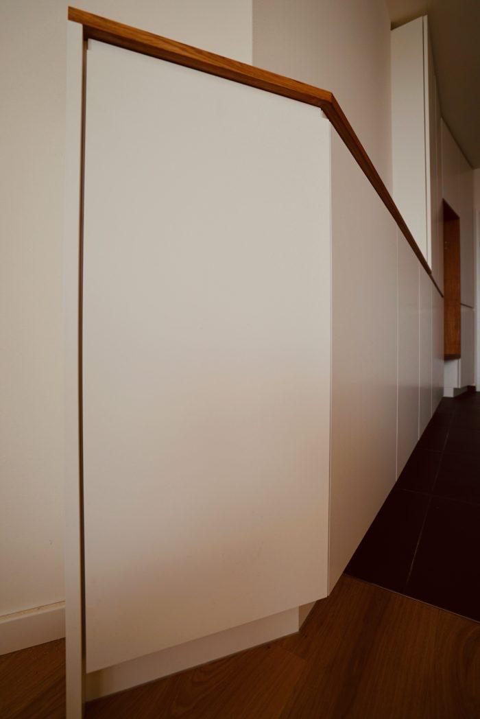 garderobe | schleiflack 9016 mit griffräsung | eiche natur geölt