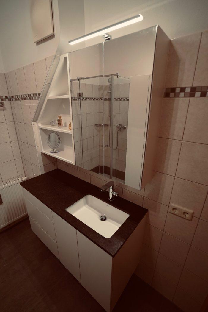 badezimmer | weiss matt | natur stein platte