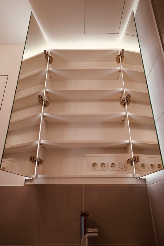 badezimmer | spiegelschrank beleuchtet | weiss matt mit eiche natur