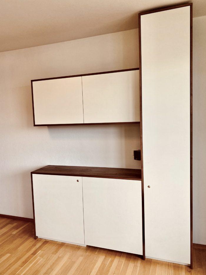 tiny office| weiß matt | nußbaumholz geölt